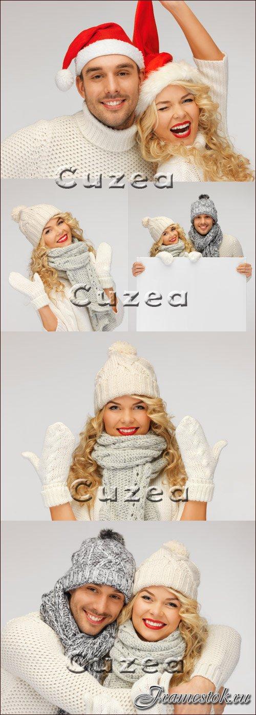 Cuzea. от.  Stock Photo.  Парень и девушка в зимней одежде с баннером - фото, растровый клипарт 5 jpg / 5000x4000...